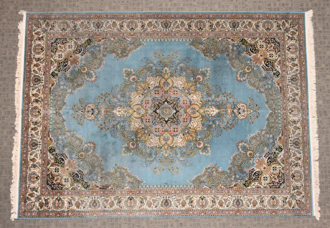 A SAROUK STYLE MACHINE WOVEN WOOL/ACRYLIC BLEND RUG, - 2
