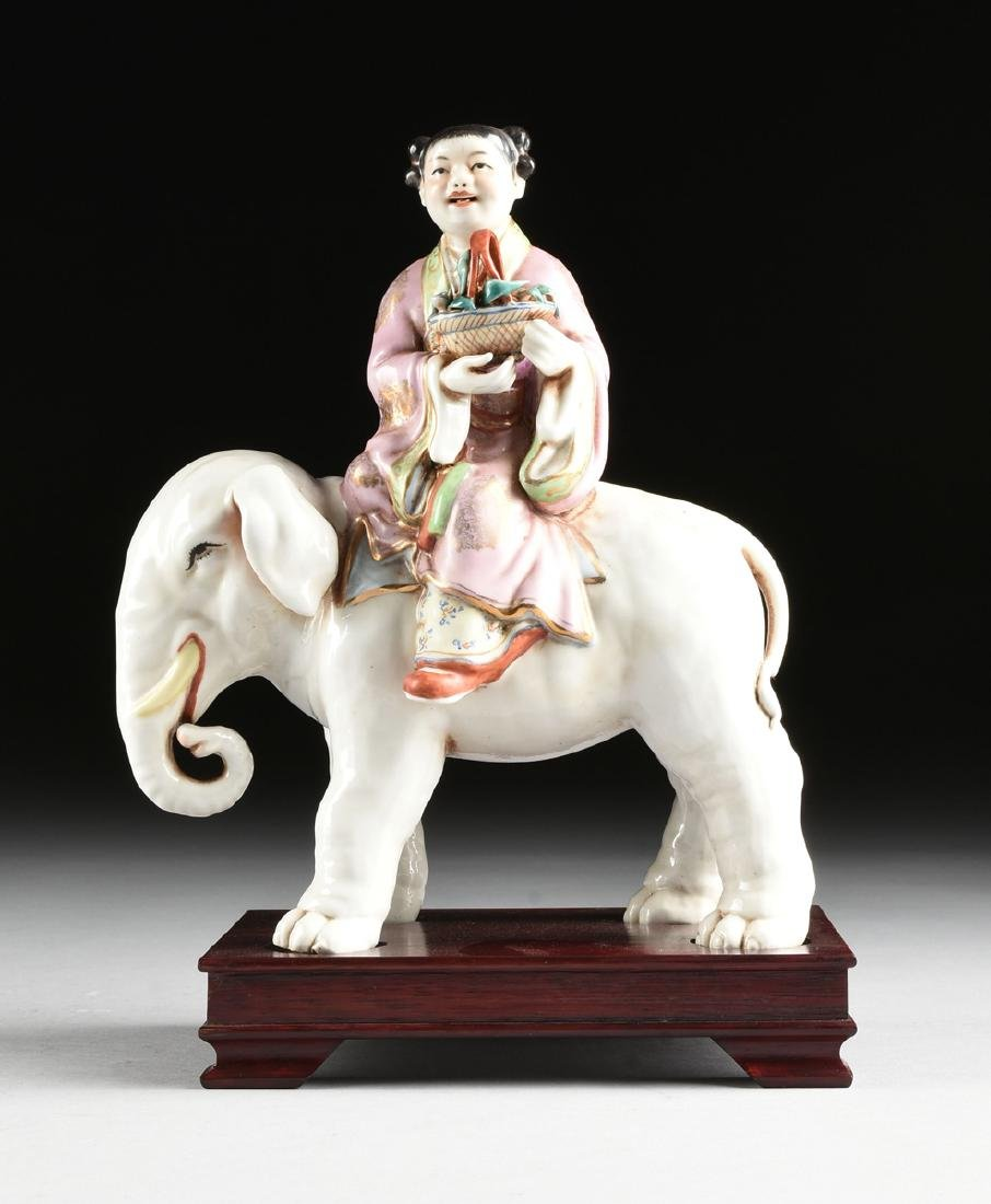 A GROUP OF CHINESE EXPORT PARCEL GILT POLYCHROME - 19