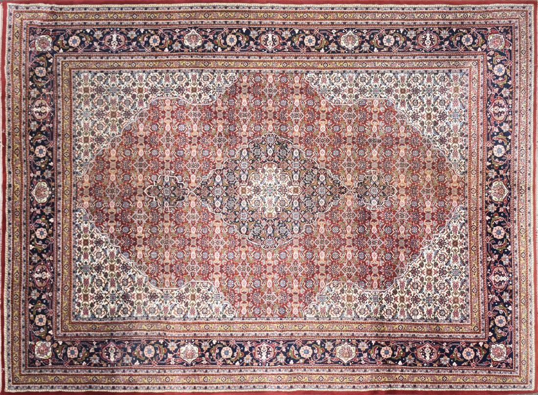 AN INDIAN HAND KNOTTED WOOL TABRIZ STYLE RUG, LATE 20TH