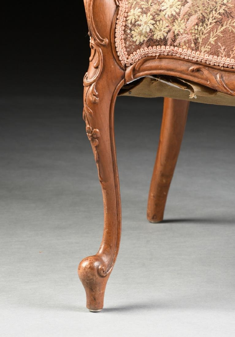 A PAIR OF TRANSITIONAL LOUIS XV/XVI STYLE CARVED WALNUT - 4
