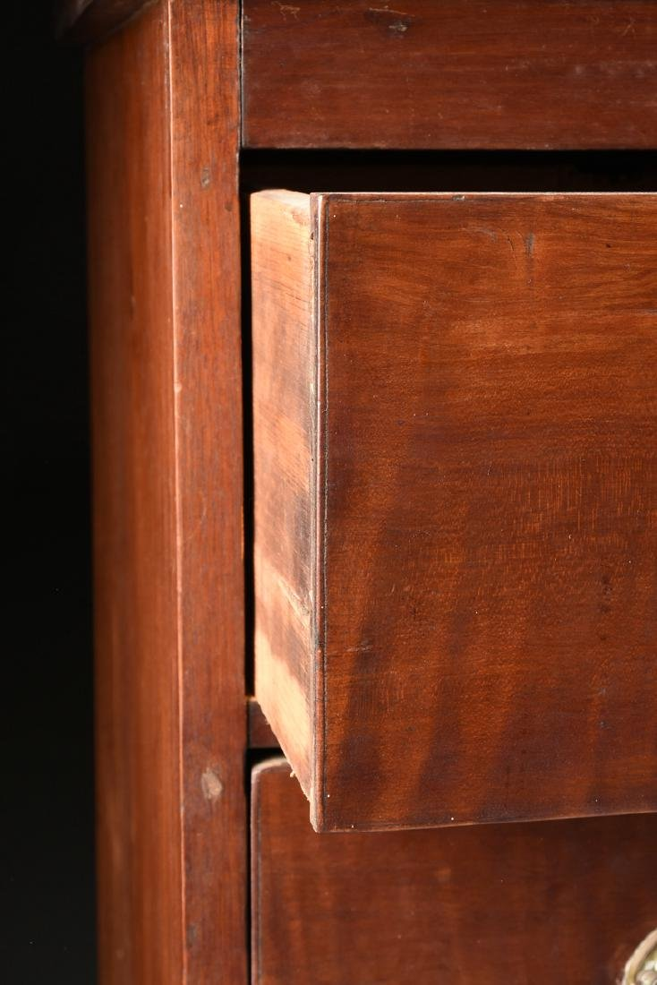 AN AMERICAN HEPPLEWHITE STYLE CURLY MAPLE CHEST OF - 4