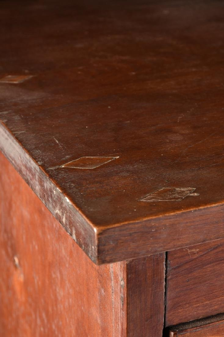 AN AMERICAN HEPPLEWHITE STYLE CURLY MAPLE CHEST OF - 5