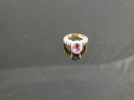 14: A 14K YELLOW GOLD and amethyst lady's ring, the mou