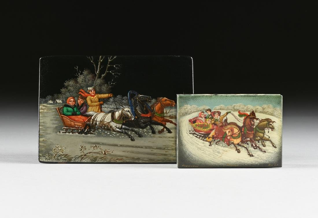 A GROUP OF TWO RUSSIAN LACQUERED PAPIER MACHE BOXES,