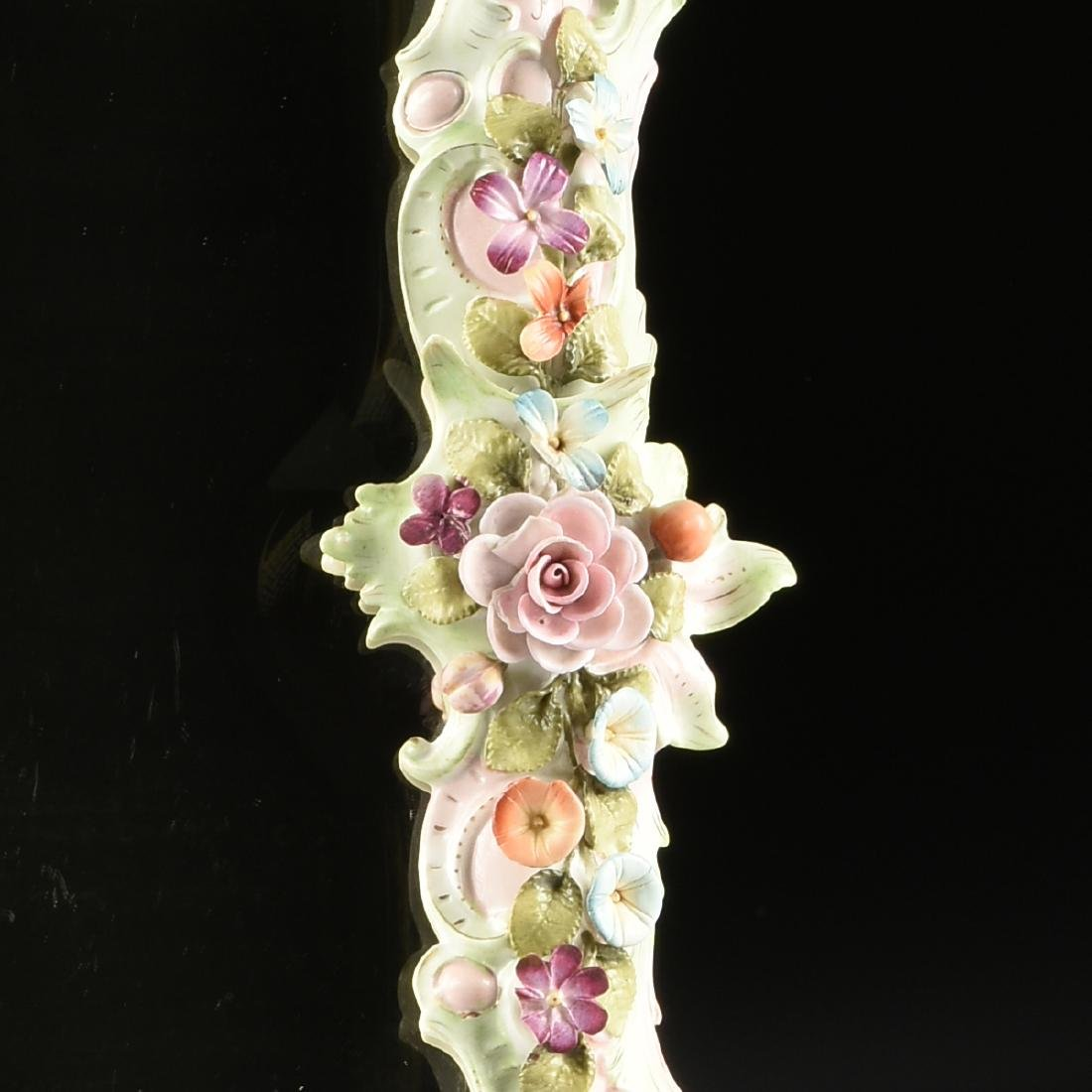 A CONTINENTAL PAINTED AND FLORAL ENCRUSTED PORCELAIN - 3