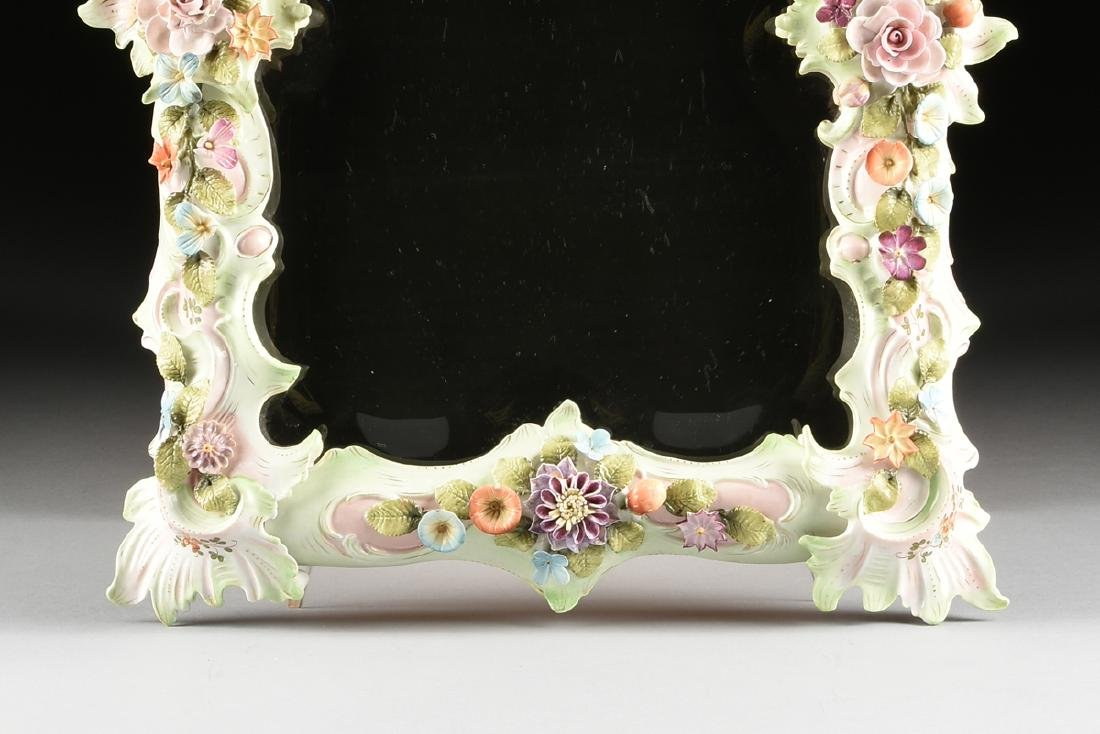 A CONTINENTAL PAINTED AND FLORAL ENCRUSTED PORCELAIN - 5