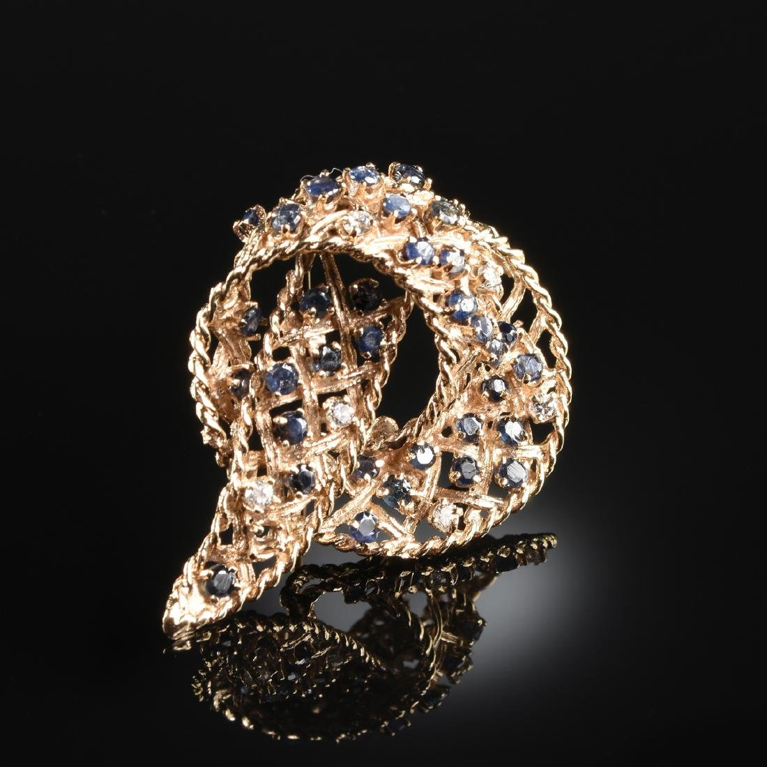 A 14K YELLOW GOLD, DIAMOND, AND SAPPHIRE LADY'S BROOCH,