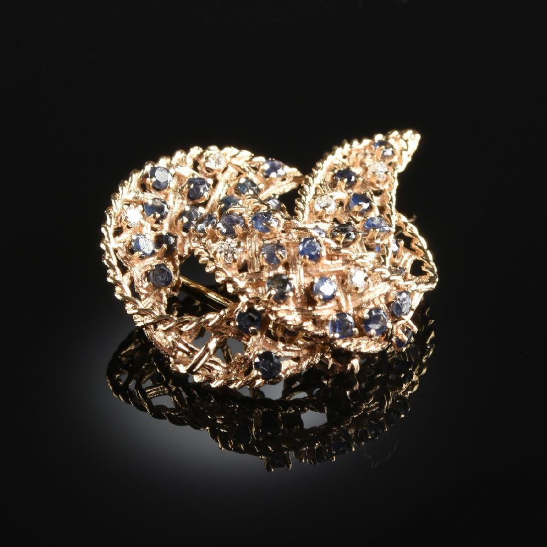 A 14K YELLOW GOLD, DIAMOND, AND SAPPHIRE LADY'S BROOCH, - 2