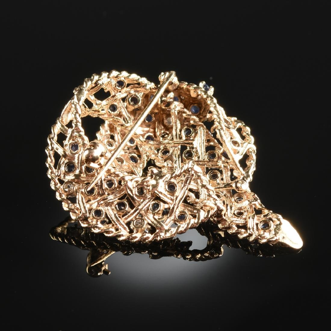 A 14K YELLOW GOLD, DIAMOND, AND SAPPHIRE LADY'S BROOCH, - 3