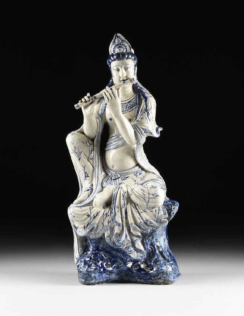 A MING DYNASTY (1368-1644) STYLE BLUE AND WHITE - 2