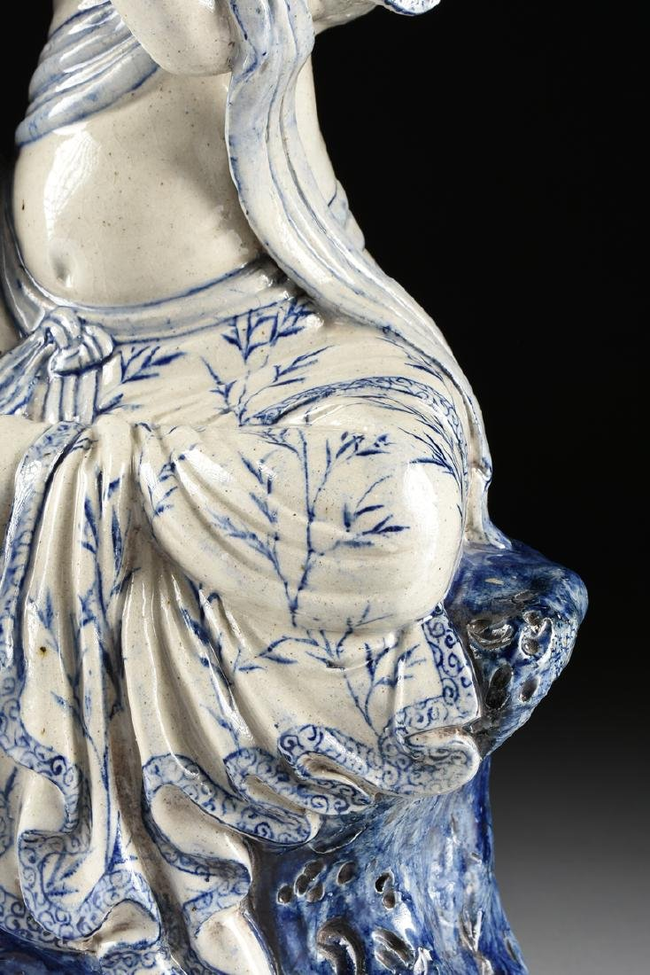 A MING DYNASTY (1368-1644) STYLE BLUE AND WHITE - 5
