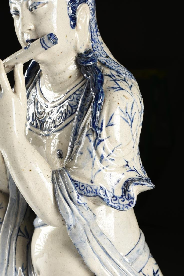 A MING DYNASTY (1368-1644) STYLE BLUE AND WHITE - 9