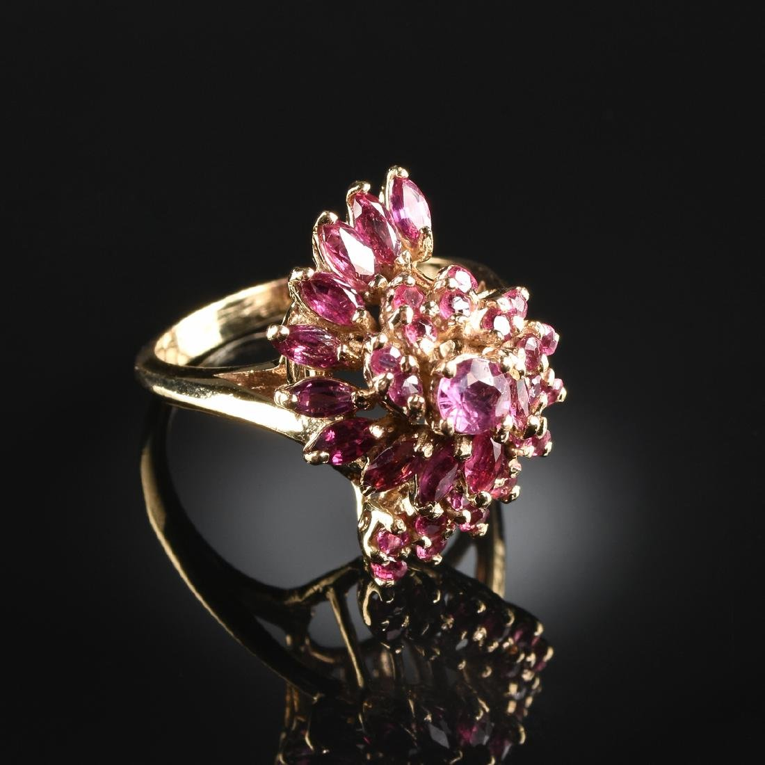 A 14K YELLOW GOLD AND RUBY LADY'S RING,