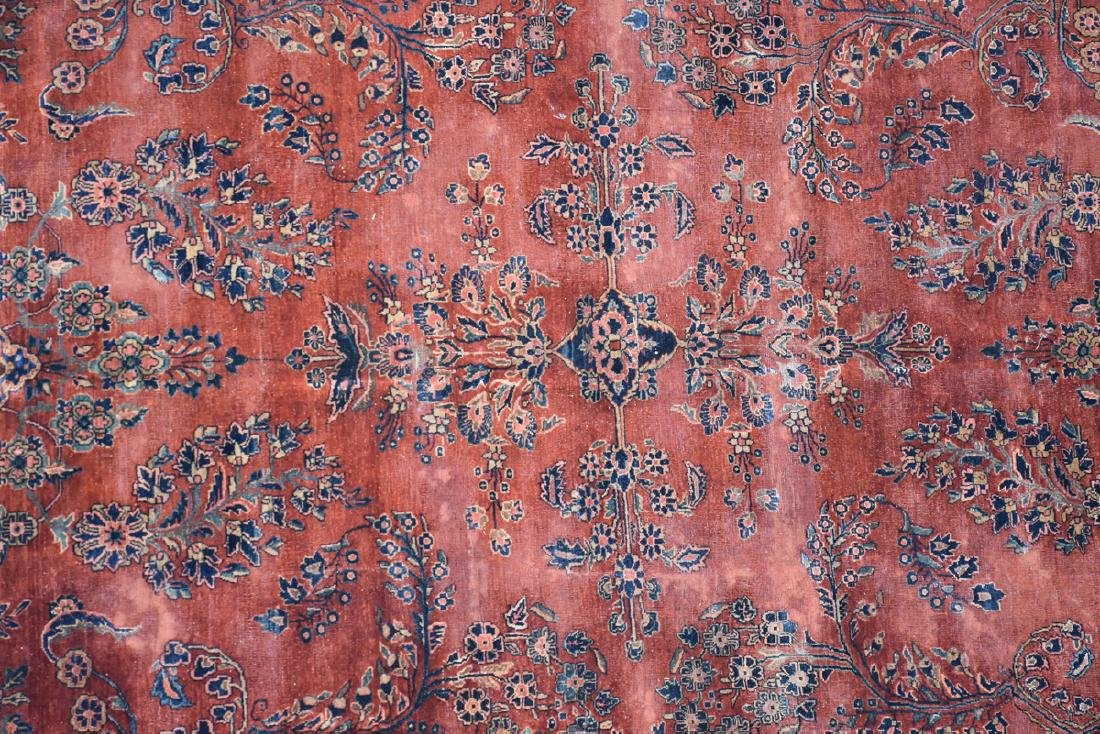 AN ANTIQUE PERSIAN HAND WOVEN WOOL RUG, SAROUK, CENTRAL - 3