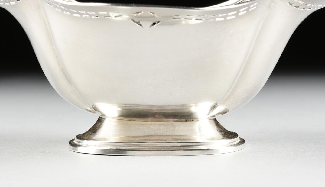 A GROUP OF TWO AMERICAN STERLING SILVER SERVING BOWLS, - 9
