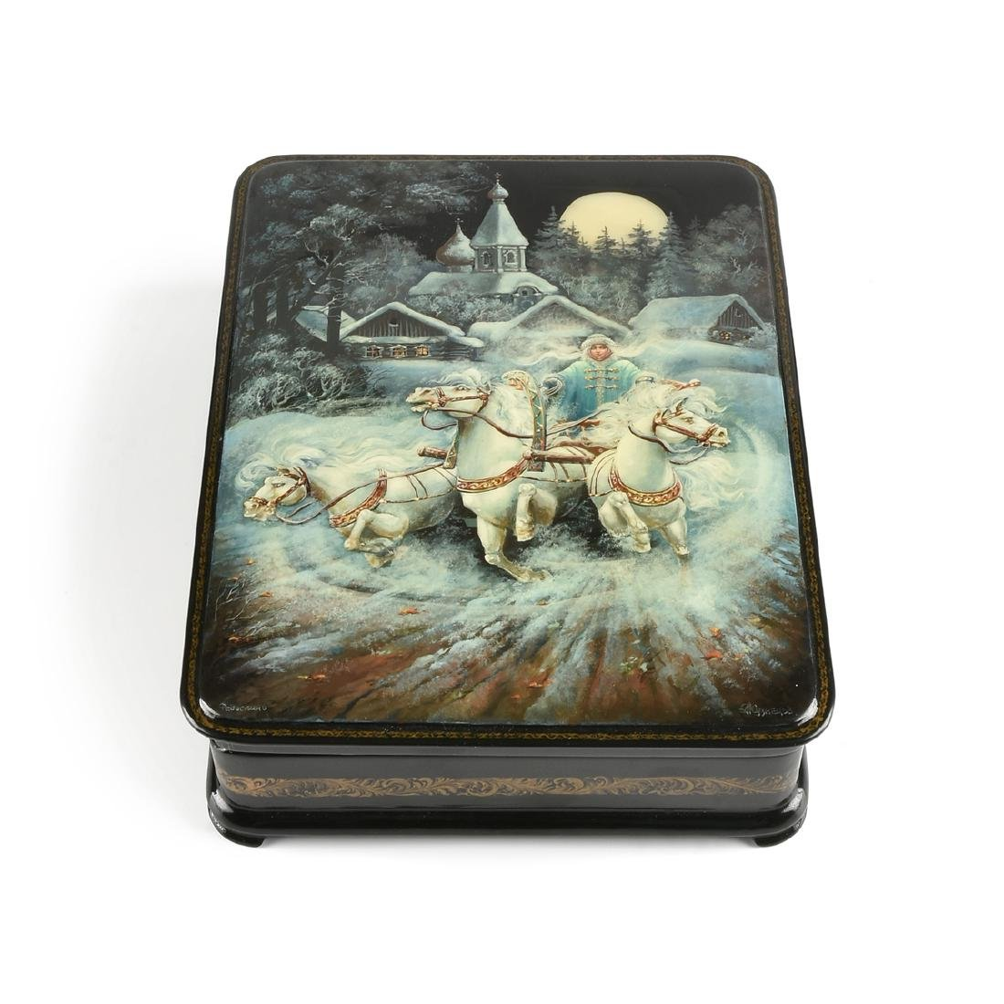 A RUSSIAN HAND PAINTED LACQUER BOX, CYRILLIC SIGNATURE,