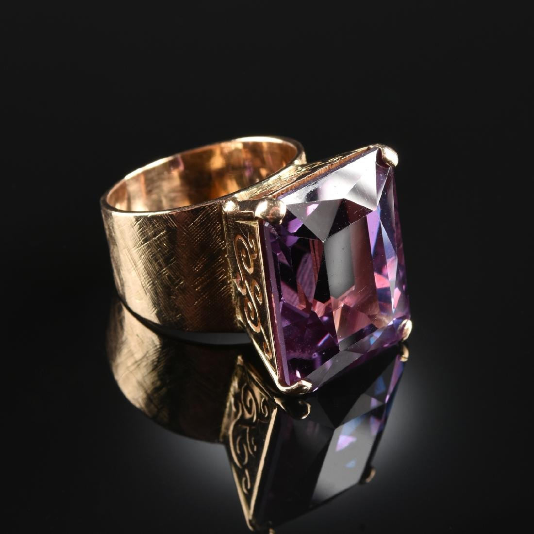 A 14K YELLOW GOLD AND HYDRO THERMAL ALEXANDRITE RING,