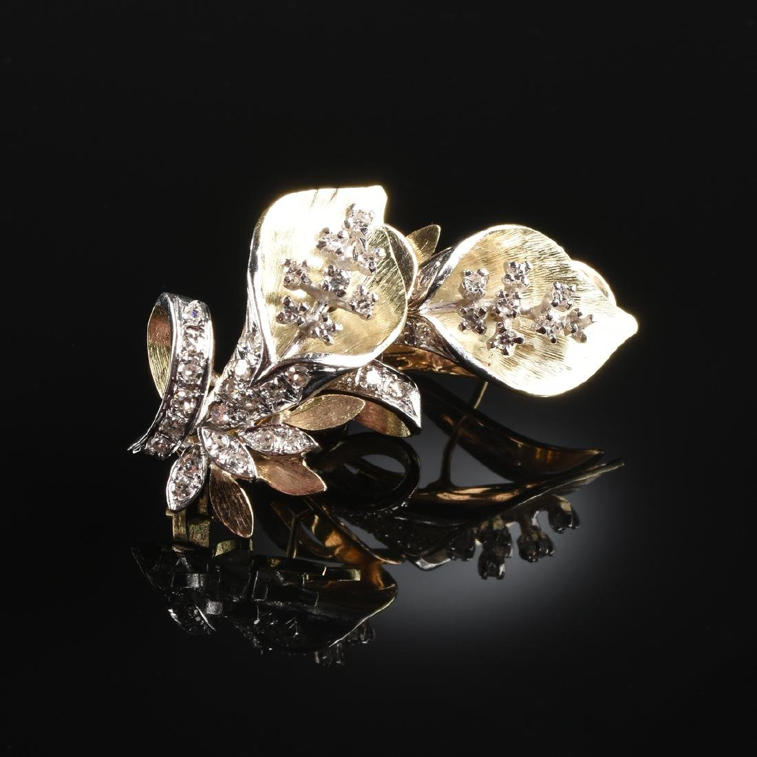 A PAIR OF 18K YELLOW GOLD AND DIAMOND FLOWER LADY'S