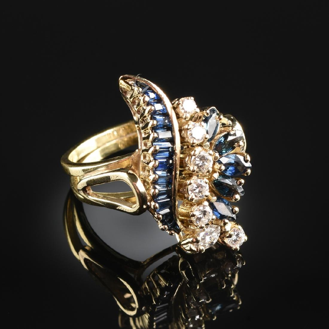 AN 18K YELLOW GOLD, DIAMOND, AND SAPPHIRE LADY'S RING,