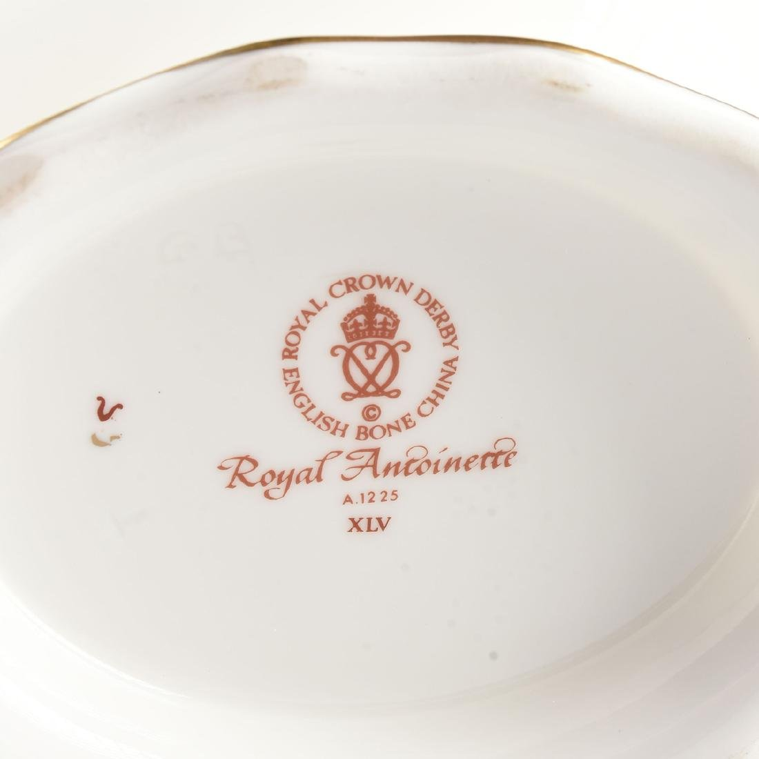 A TWENTY-TWO PIECE ROYAL CROWN DERBY GILT AND ENAMEL - 8