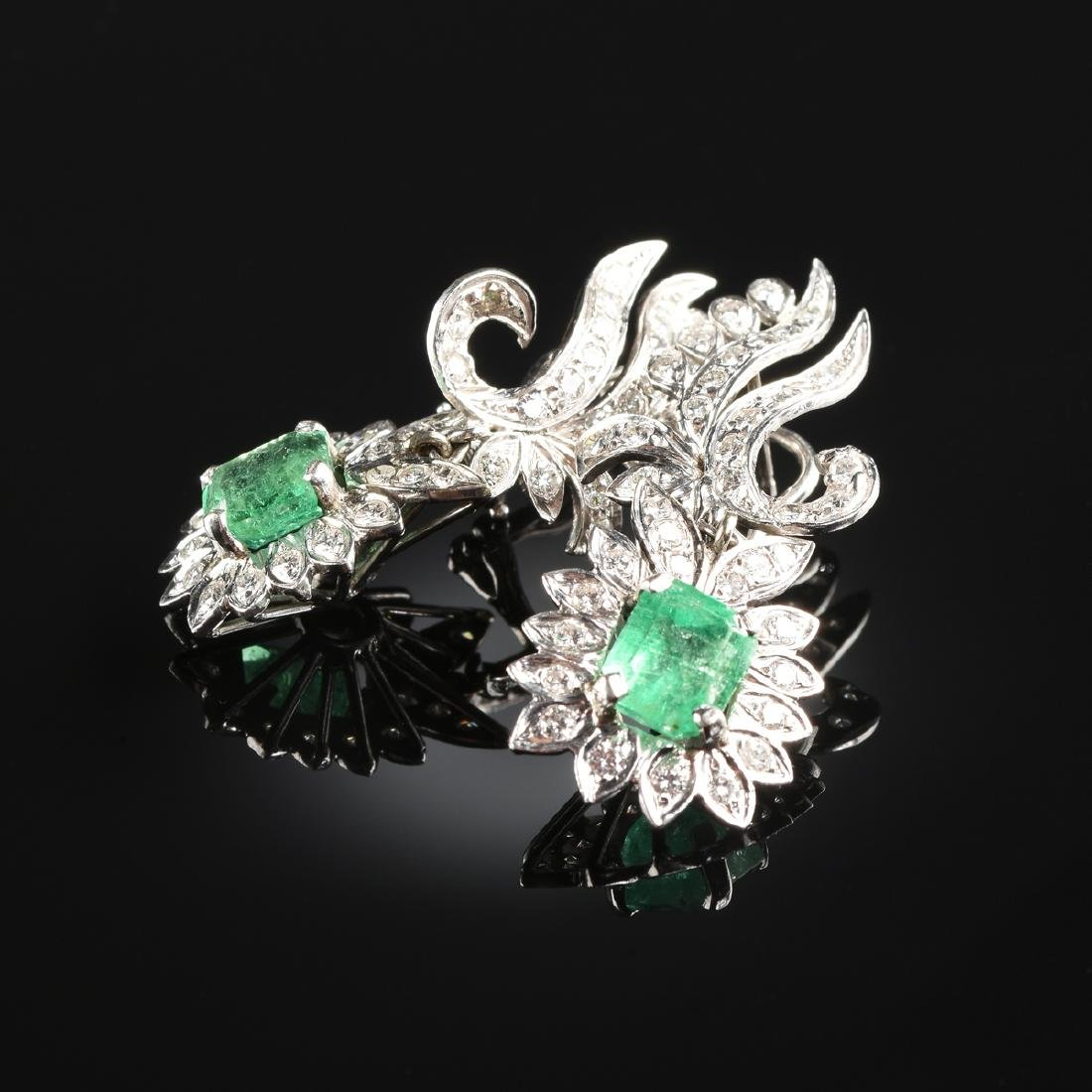A PAIR OF 14K WHITE GOLD, PLATINUM, EMERALD, AND