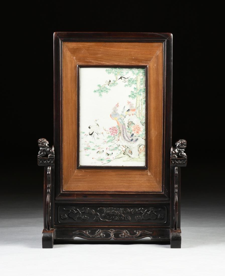 A QING DYNASTY (1644-1912) FAMILLE ROSE PORCELAIN - 2