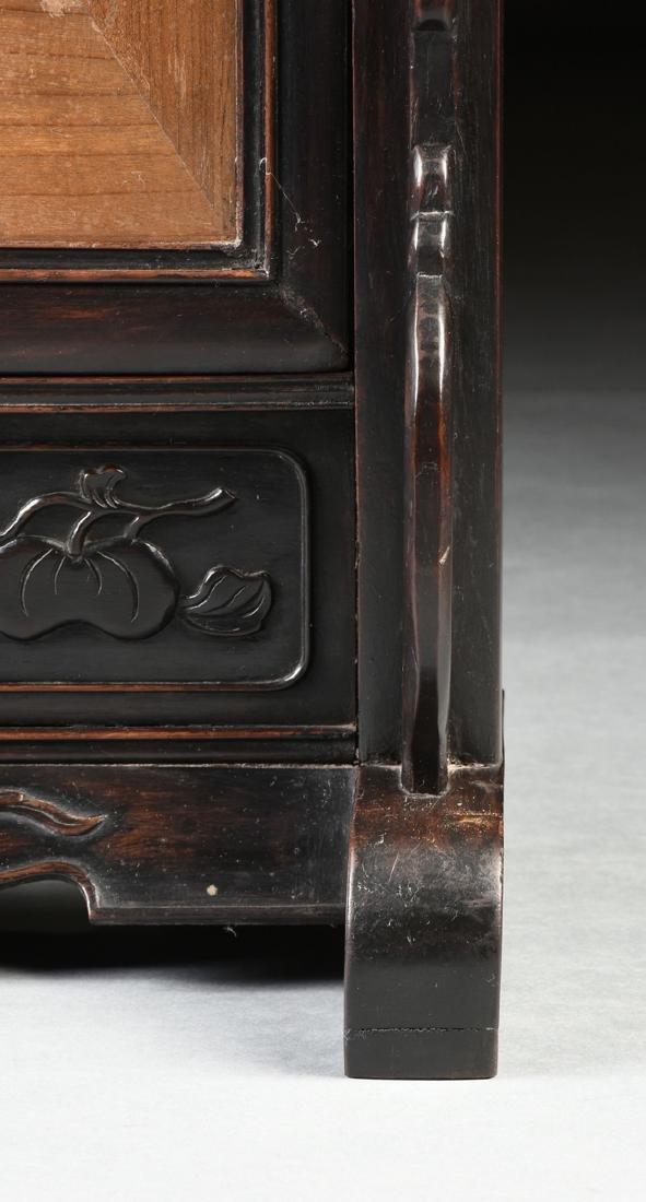 A QING DYNASTY (1644-1912) FAMILLE ROSE PORCELAIN - 5