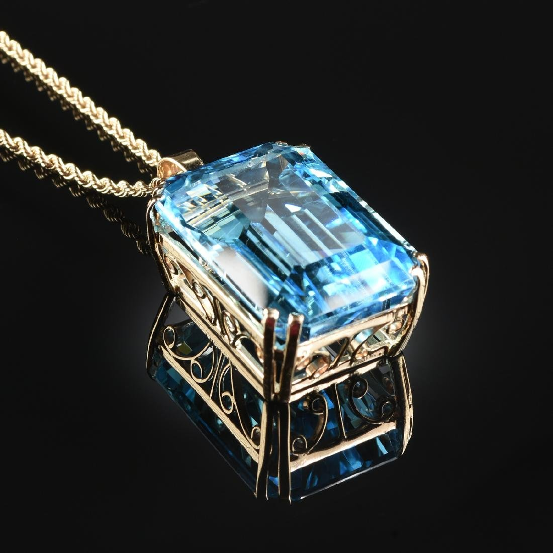A 14K YELLOW GOLD AND BLUE TOPAZ LADY'S PENDANT,