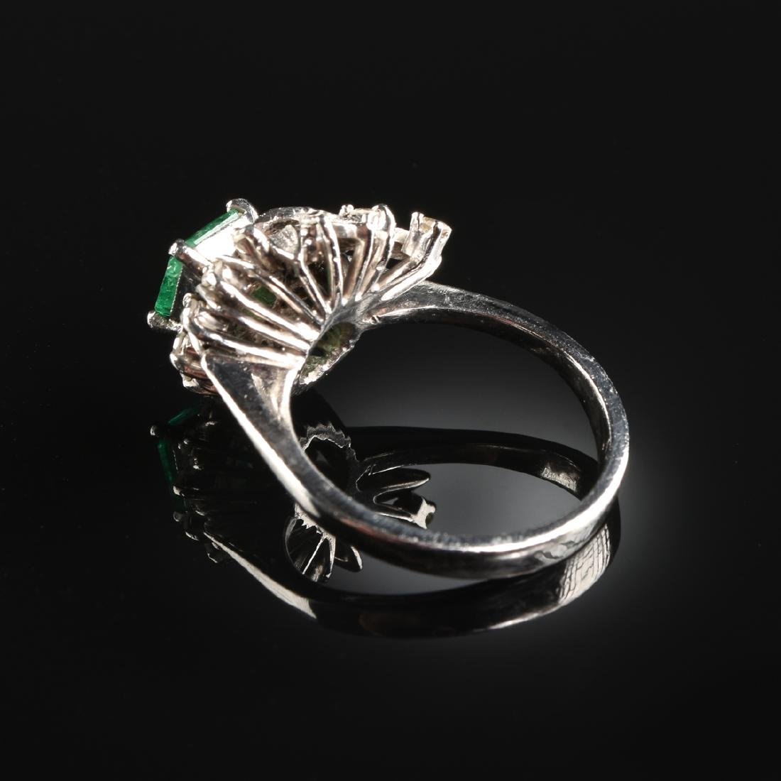 A PLATINUM EMERALD AND DIAMOND LADY'S RING, - 2