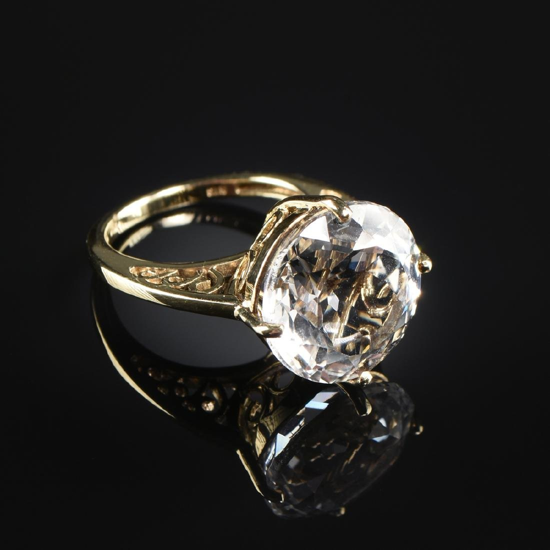 A 10K YELLOW GOLD AND TOPAZ LADY'S RING,