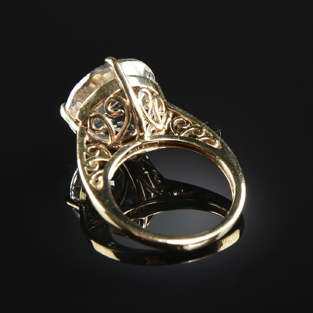 A 10K YELLOW GOLD AND TOPAZ LADY'S RING, - 2