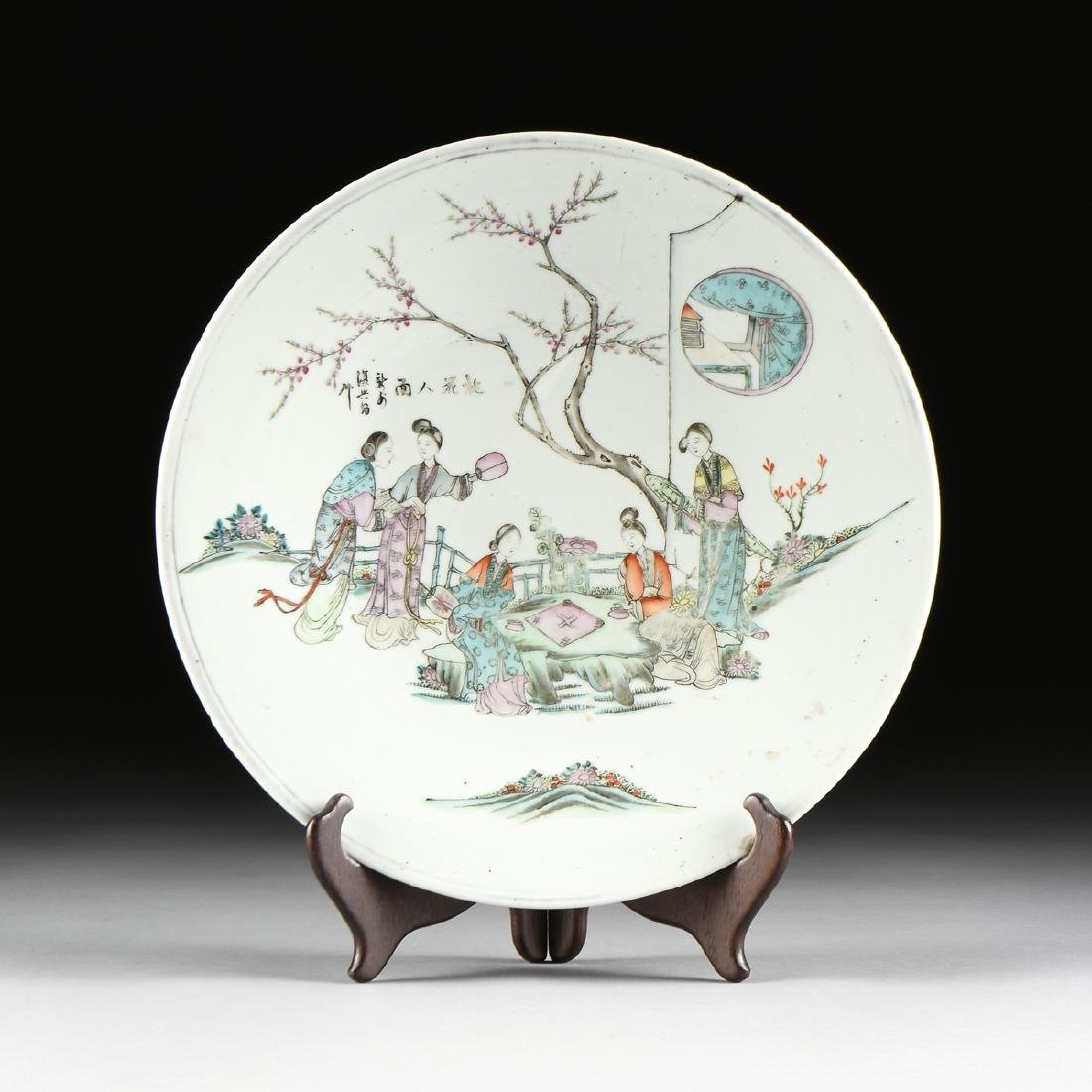 A CHINESE EXPORT FAMILLE ROSE PORCELAIN CHARGER,