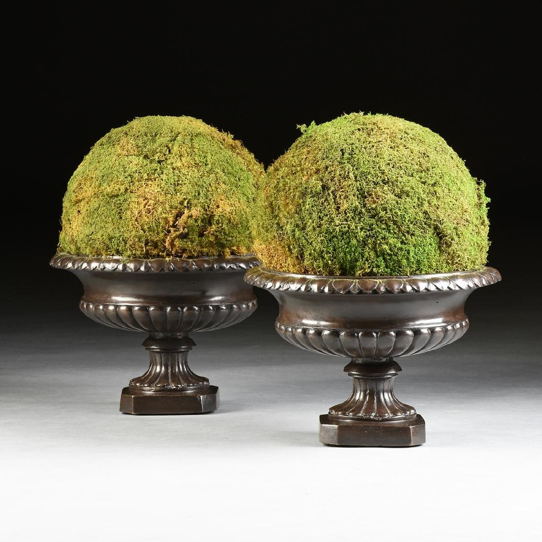 A PAIR OF ANCIENT ROMAN STYLE PATINATED BRONZE URN - 2