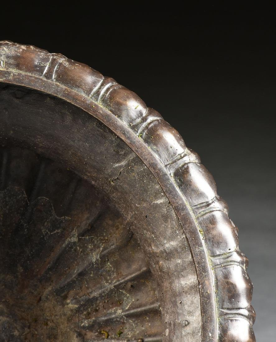 A PAIR OF ANCIENT ROMAN STYLE PATINATED BRONZE URN - 7