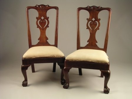 16: A PAIR OF CHIPPENDALE MAHOGANY SIDE CHAIRS,  each w