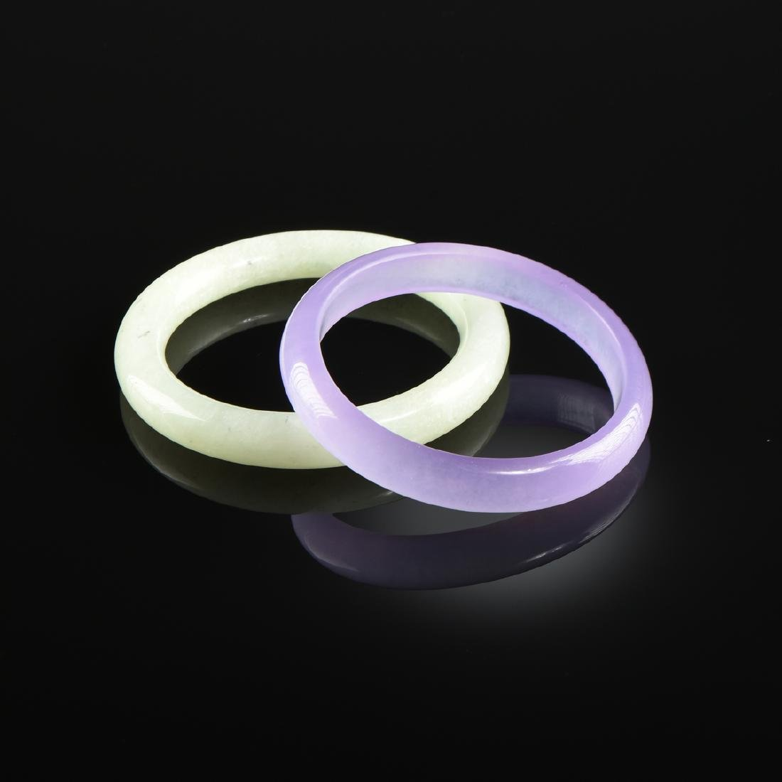 A GROUP OF TWO CHINESE JADE BANGLES, MODERN,