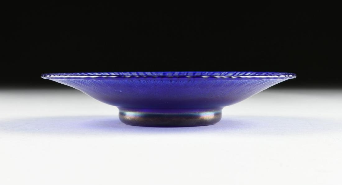 A GROUP OF TWO COBALT BLUE ART GLASS VESSELS, LATE 20TH - 7