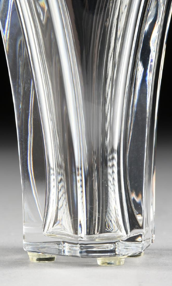 A CASED BACCARAT BLOW MOLDED SMALL CRYSTAL VASE IN THE - 3