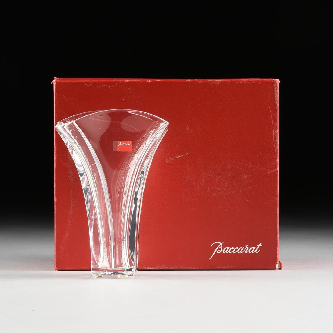 A CASED BACCARAT BLOW MOLDED SMALL CRYSTAL VASE IN THE - 8