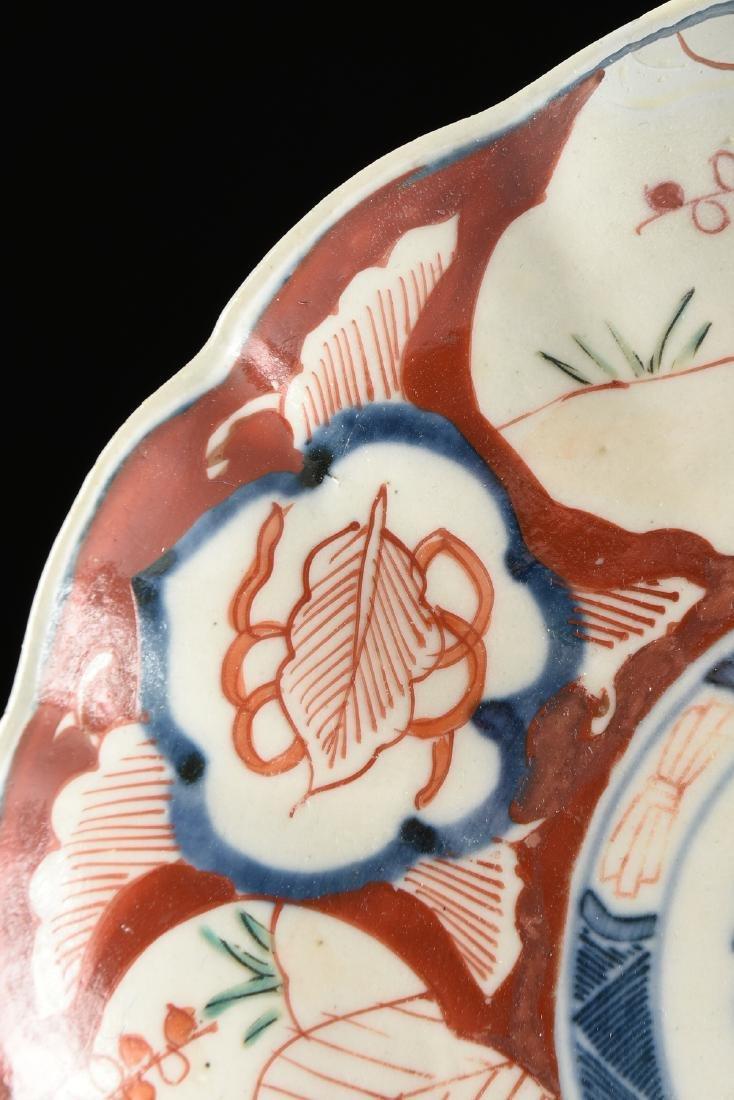 A NEAR PAIR OF JAPANESE EXPORT ENAMELED PORCELAIN IMARI - 7