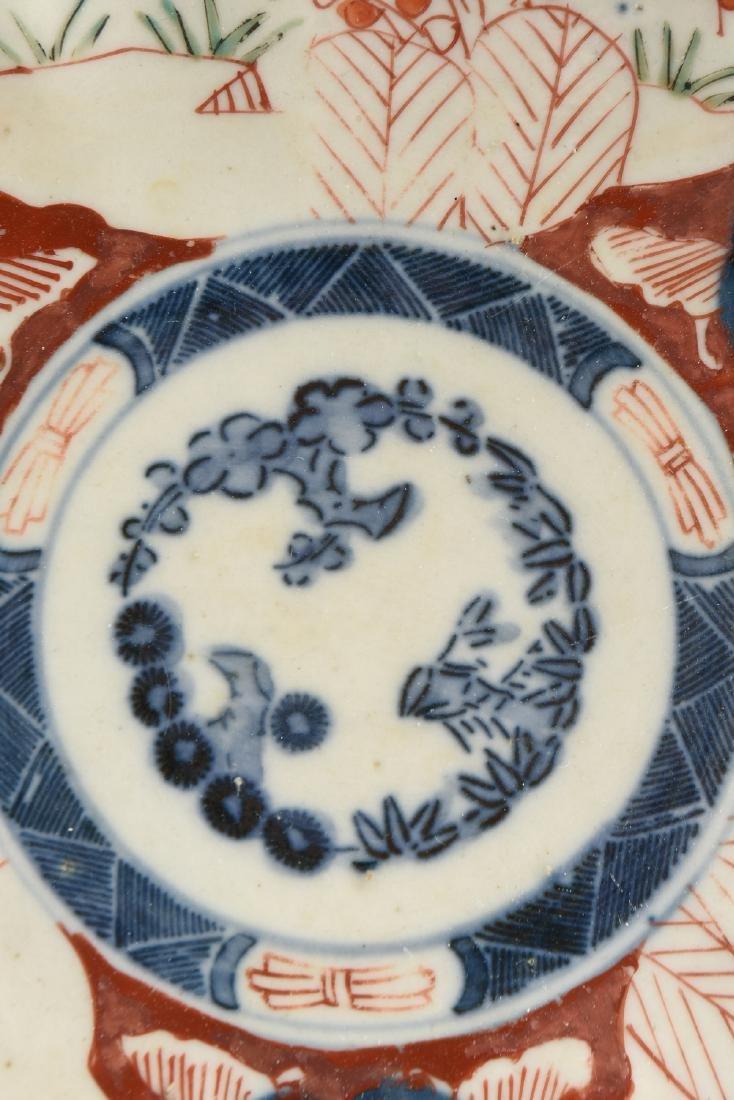 A NEAR PAIR OF JAPANESE EXPORT ENAMELED PORCELAIN IMARI - 8