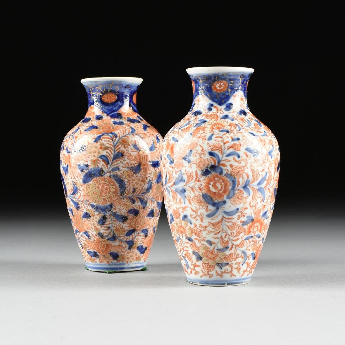 A NEAR PAIR OF IMARI EXPORT PARCEL GILT ENAMELED