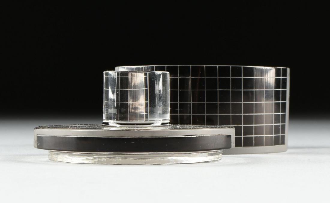 A SET OF THREE ART DECO BLACK FLASHED AND TRANSPARENT - 4