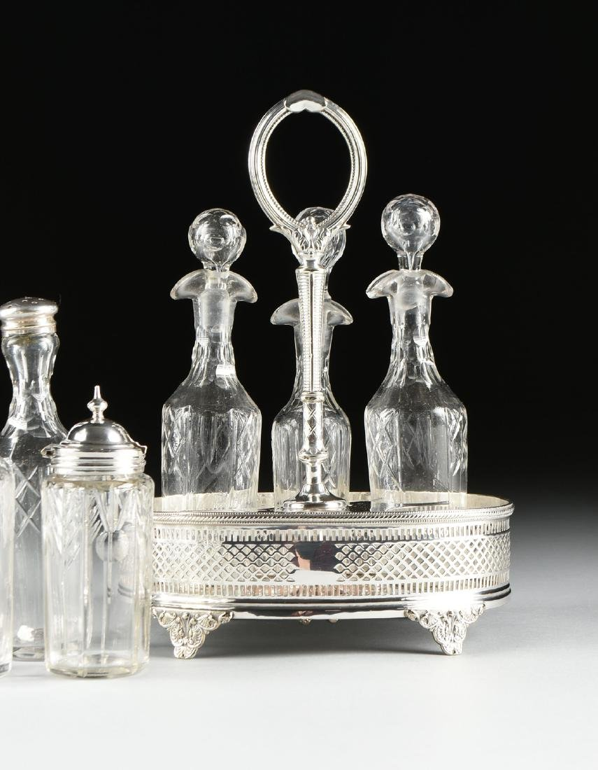 A GROUP OF FIVE SILVER PLATED SERVING PIECES, AMERICAN - 8