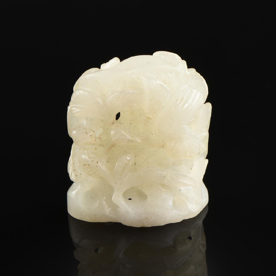 AN UNUSUAL CHINESE RETICULATED WHITE JADE FINIAL, - 2