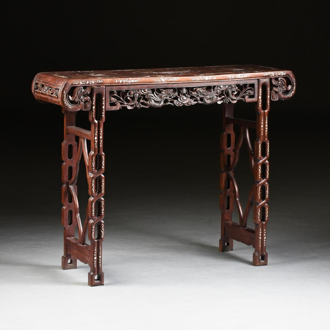 AN EXPORT MOTHER-OF-PEARL INLAID HONGMU ROSEWOOD ALTAR