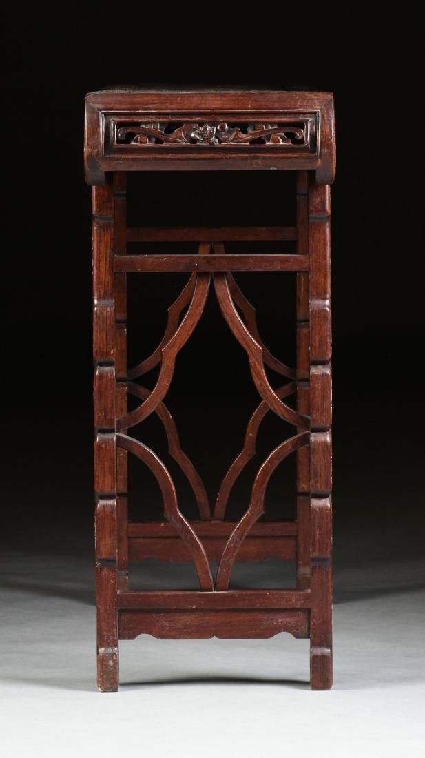 AN EXPORT MOTHER-OF-PEARL INLAID HONGMU ROSEWOOD ALTAR - 7