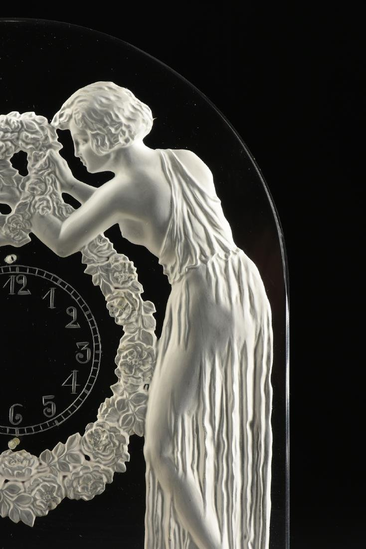 "AN ART DECO FROSTED GLASS CLOCK, ""Deux Figurines,"" RENÉ - 4"