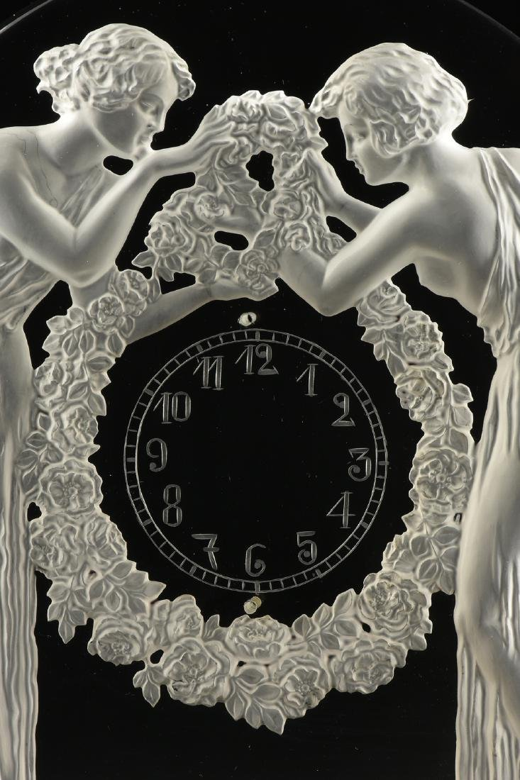 "AN ART DECO FROSTED GLASS CLOCK, ""Deux Figurines,"" RENÉ - 5"