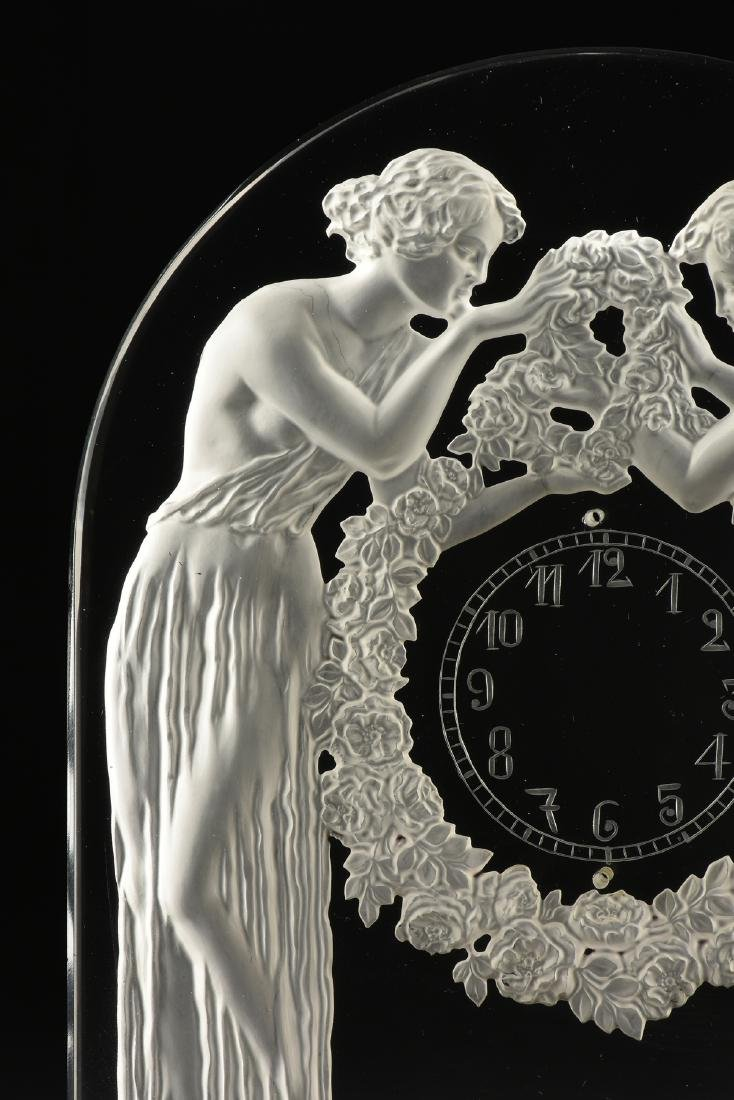 "AN ART DECO FROSTED GLASS CLOCK, ""Deux Figurines,"" RENÉ - 6"